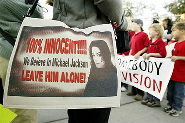 A Michael Jackson supporter wears a pocketbook proclaiming her support for US pop star Michael Jackson outside the Superior Court of California courthouse in Santa Maria.(AFP/File/Robyn Beck)